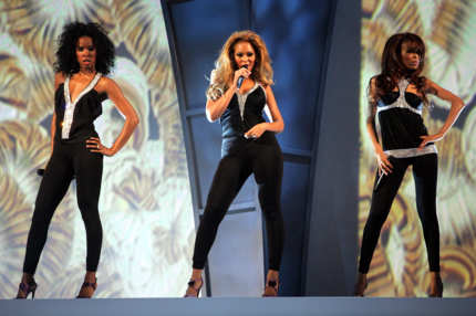 Destinys Child performs onstage at the 2004 Radio Music Awards at the Aladdin Theater on October 25, 2004 in Las Vegas, Nevada.