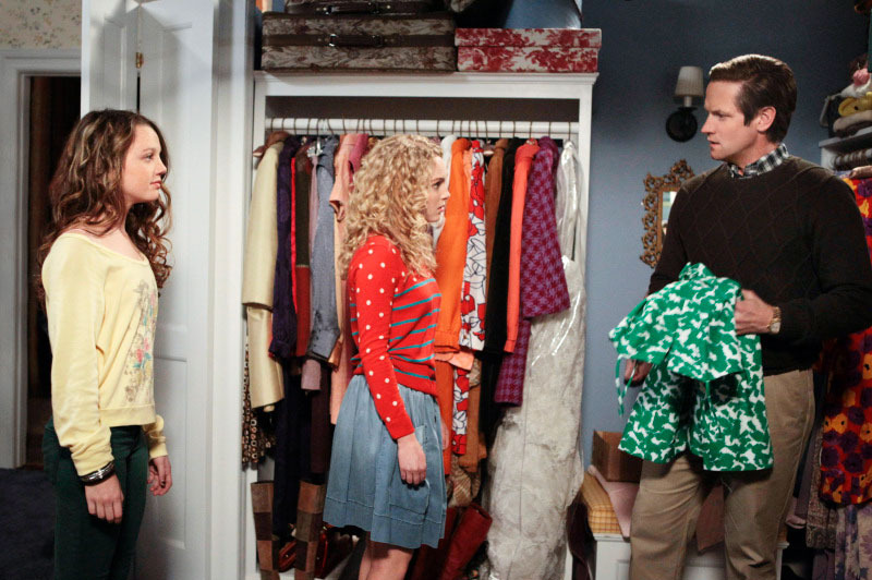 "The Carrie Diaries -- ""Pilot"" -- Pictured (L-R): Stefania Owen as Dorrit, AnnaSophia Robb as Carrie, and Matt Letscher as Tom Bradshaw"
