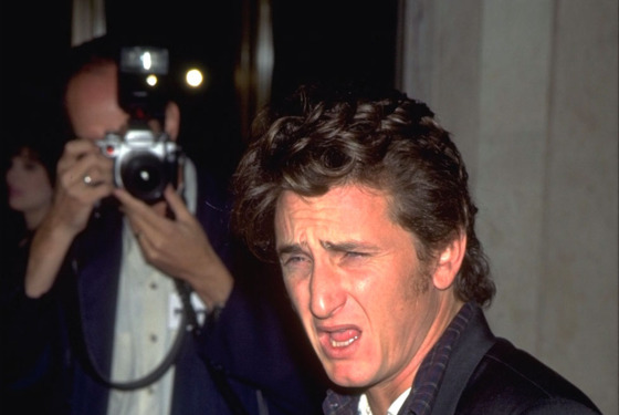 09 Nov 1995, Los Angeles, California, USA --- FILM PREMIERE: SEAN PENN'S 'THE CROSSING GUARD' --- Image by © Frank Trapper/Sygma/Corbis
