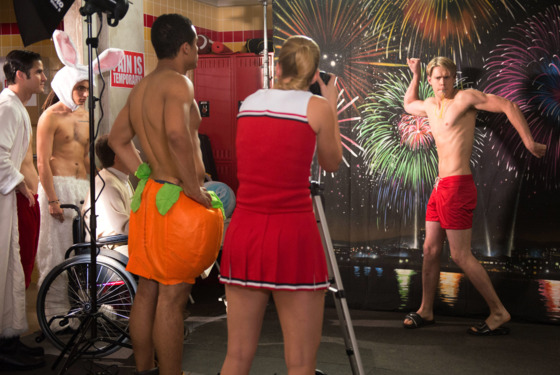 "GLEE: The glee club puts together a calendar photo shoot to raise money for Regionals in the ""Naked"" episode of GLEE airing Thursday, Jan. 31 (9:00-10:00 PM ET/PT) on FOX. Pictured L-R: Darren Criss, Samuel Larsen, Kevin McHale, Jacob Artist, Heather Morris and Chord Overstreet."