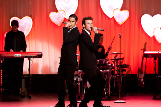 "GLEE: Blaine (Darren Criss, L) and Kurt (Chris Colfer, R) perform at Will and Emma's wedding in the ""I Do"" episode of GLEE airing Thursday, Feb. 14 (9:00-10:00 PM ET/PT) on FOX."