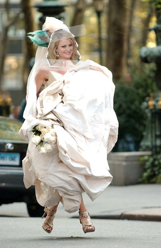 Sarah Jessica Parker (wearing a Vivienne Westwood gown) on location for SEX AND THE CITY: THE MOVIE, Manhattan, New York, NY, October 12, 2007. Photo by: Kristin Callahan/Everett Collection
