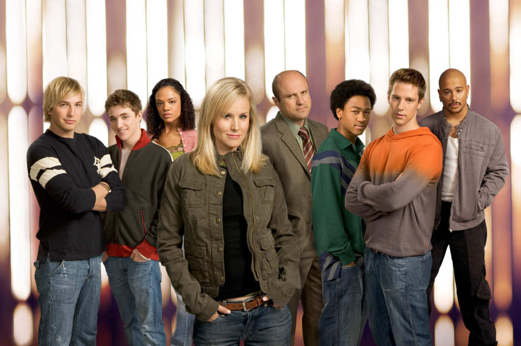 (Foreground) Kristen Bell, (background, l-r) Ryan Hansen,Kyle Gallner, Tessa Thompson, Enrico Colantoni, Percy Daggs, III, Joason Dohring and Francis Capra star in VERONICA MARS  on UPN.