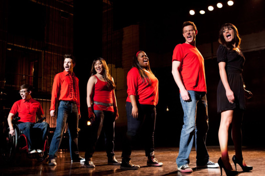 "GLEE: Rachel (Lea Michele, R) performs with Artie (Kevin McHale, L), Kurt (Chris Colfer, second from L), Tina (Jenna Ushkowitz, third from L), Mercedes (Amber Riley, fourth from L) and Finn (Cory Monteith, fifth from L) in the ""Sweet Dreams"" episode of GLEE airing Thursday, April 18 (9:00-10:00 PM ET/PT) on FOX."