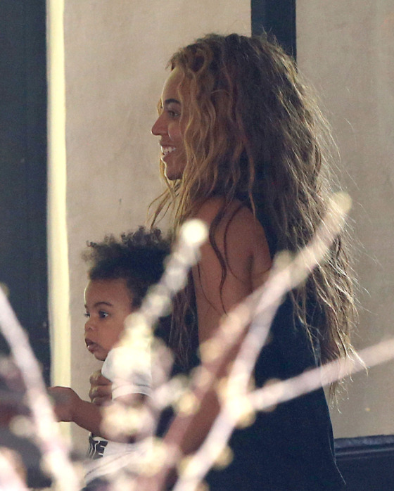 51078251 Rapper Jay Z takes his wife Beyonce Knowles and their daughter Blue Ivy to lunch at Szptime restaurant on April 25, 2013 in Paris, France. FameFlynet, Inc - Beverly Hills, CA, USA - +1 (818) 307-4813 RESTRICTIONS APPLY: USA ONLY