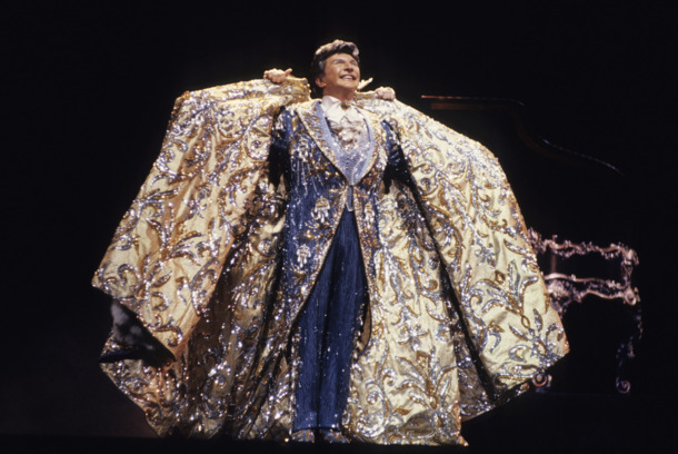 NEW YORK - JANUARY 01:  Liberace performs at Radio City Music Hall in 1985