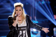 Singer Demi Lovato performs onstage at the Teen Choice Awards 2013 at the Gibson Amphitheatre on August 11, 2013 in Universal City, California.