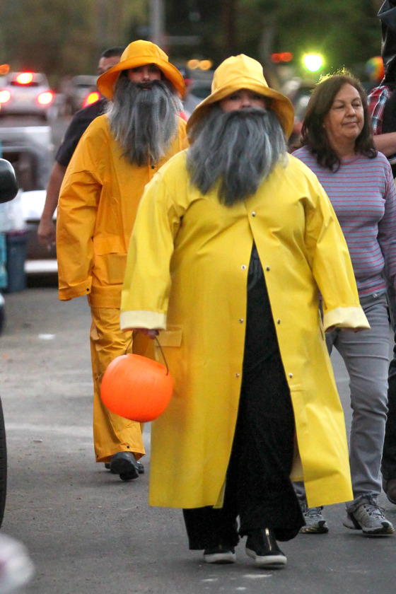 Sandra Bullock And Melissa McCarthy take their kids to trick or treating in LA.  <P> Pictured: Sandra Bullock and Melissa McCarthy  <P><B>Ref: SPL641955  311013  </B><BR/> Picture by: IRF / Splash News<BR/> </P><P> <B>Splash News and Pictures</B><BR/> Los Angeles:310-821-2666<BR/> New York:212-619-2666<BR/> London:870-934-2666<BR/> photodesk@splashnews.com<BR/> </P>