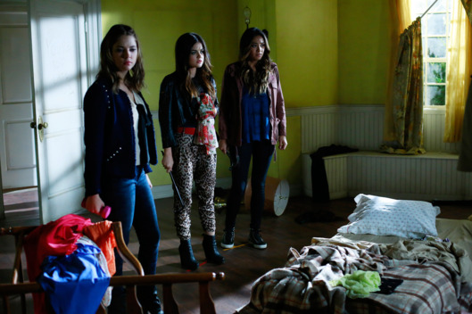 "PRETTY LITTLE LIARS - ""Close Encounters"" - Aria, Emily, Hanna and Spencer must decide if new information about Ali is true, in ""Close Encounters,"" an all-new episode of ABC Family's hit original series ""Pretty Little Liars,"" airing Tuesday, January 21st (8:00 - 9:00 PM ET/PT)."