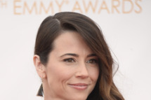 LOS ANGELES, CA - SEPTEMBER 22:  Actress Linda Cardellini arrives at the 65th Annual Primetime Emmy Awards held at Nokia Theatre L.A. Live on September 22, 2013 in Los Angeles, California.  (Photo by Frazer Harrison/Getty Images)