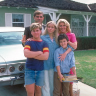 THE WONDER YEARS - Pilot - Season One - 1/31/88 Pre-teen Kevin Arnold (played by Fred Savage, bottom right) learned about life and love growing up in suburban America in the late 1960s. Pictured, from left: Jason Hervey (brother, Wayne), Dan Lauria (father, Jack), Olivia d'Abo (sister, Karen) and Alley Mills (mother, Norma).