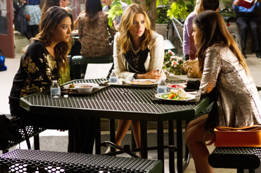 "PRETTY LITTLE LIARS - ""Free Fall"""