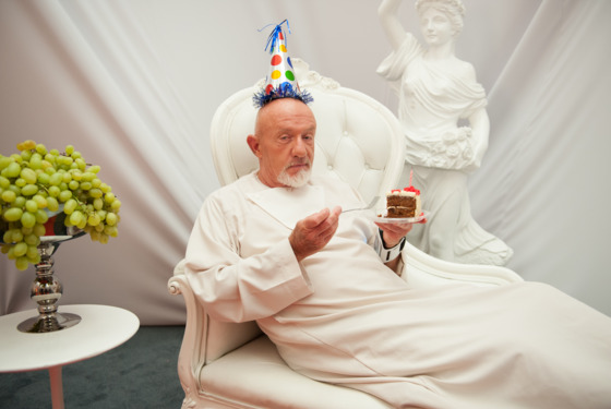 """COMMUNITY -- """"App Development and Condiments"""" Episode 508 -- Pictured: Jonathan Banks as Hickey -- (Photo by: Colleen Hayes/NBC)"""