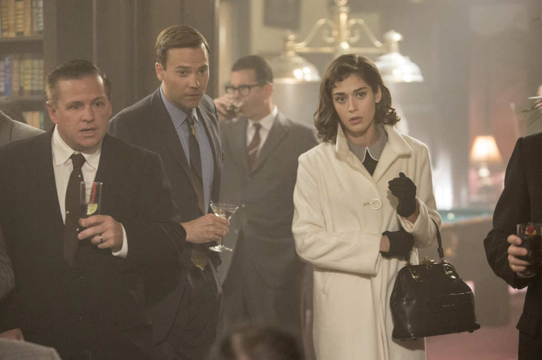 Barry Watson as Shelley Decklin and Lizzy Caplan as Virginia Johnson in Masters of Sex (season 2, episode 3) - Photo: Michael Desmond/SHOWTIME - Photo ID: MastersofSex_203_0244