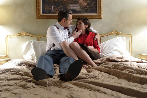 Michael Sheen as Dr. William Masters and Lizzy Caplan as Virginia Johnson in Masters of Sex (season 2, episode 6) - Photo: Michael Desmond/SHOWTIME - Photo ID: MastersofSex_206_1203