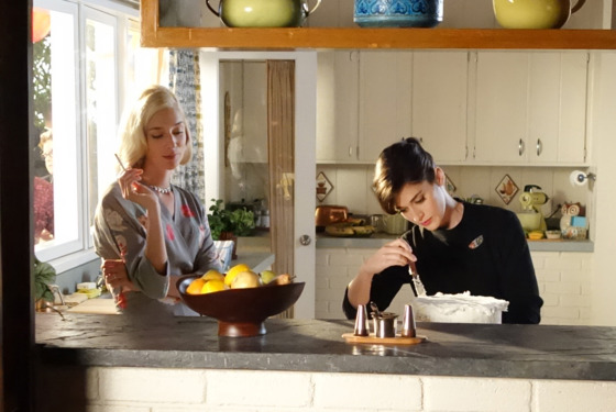 Caitlin Fitzgerald as Libby Masters and Lizzy Caplan as Virginia Johnson in Masters of Sex (season 2, episode 7) - Photo: Michael Desmond/SHOWTIME - Photo ID: MastersofSex_207_1163
