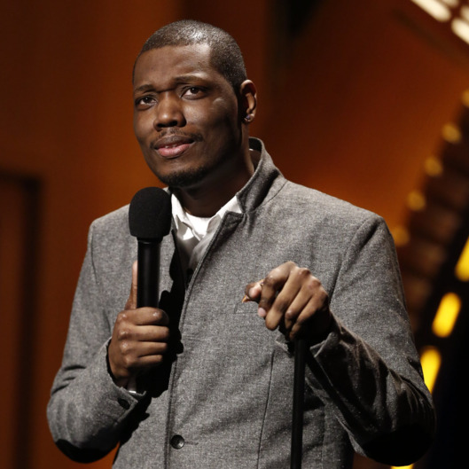 "NEW YORK, NY - FEBRUARY 28:  Comedian Michael Che performs during ""Late Night with Seth Meyers"" on February 28, 2014 in New York City.  (Photo by Peter Kramer/NBC/Getty Images)"