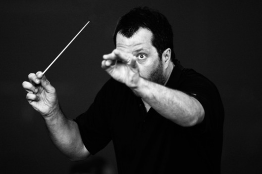 Thomas Ades, composer and conductor at the Royal Opera House, conducts during a rehearsal on 24th June 2008 in London. (Photo by Eamonn McCabe/Redferns)