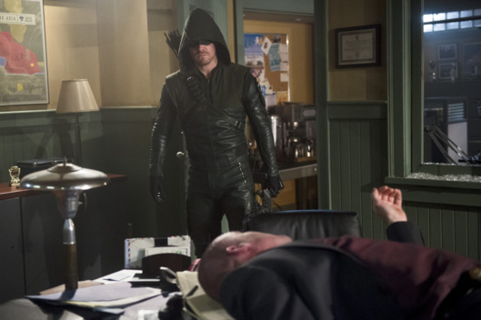 "Arrow -- ""The Offer"" -- Image AR316A_0242b -- Pictured: Stephen Amell as Oliver Queen  / The Arrow -- Photo: Diyah Pera/The CW -- ?'?? 2015 The CW Network, LLC. All Rights Reserved."