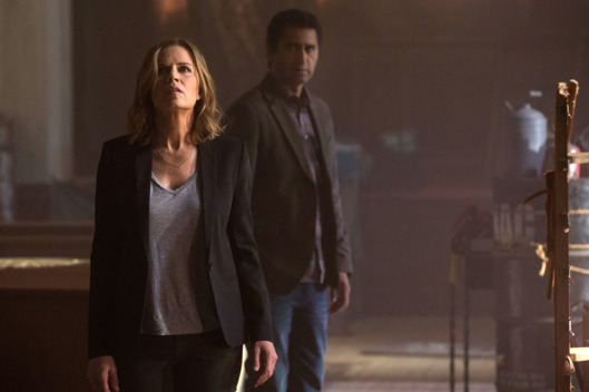 Kim Dickens as Miranda and Cliff Curtis as Sean - Fear the Walking Dead _ Season 1, Episode 1 - Photo Credit: Justin Lubin/AMC