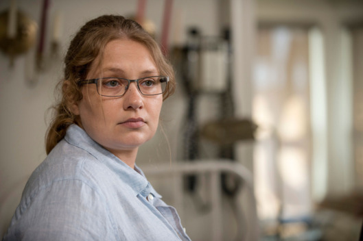 Merritt Wever as Dr. Denise Cloyd - The Walking Dead _ Season 6, Episode 2 - Photo Credit: Gene Page/AMC