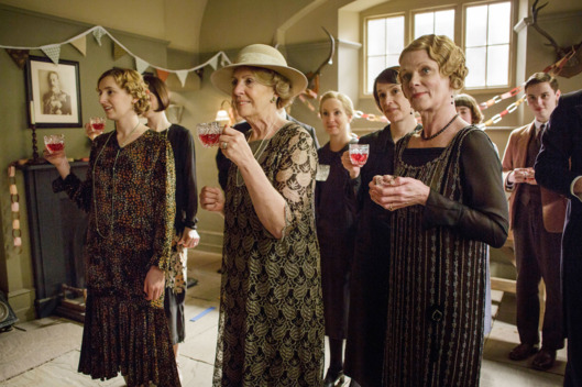 Downton AbbeyPart Four - Sunday,  January 24, 2016 at 9pm ET on MASTERPIECE on PBSMiss Baxter faces a dilemma. Anna and Mary rush to London. Daisy continues to press her case. A former maid comes to lunch. Car talk is in the air.  Shown from left to right: Laura Carmichael as Lady Edith, Penelope Wilton as Isobel Crawley, Joanne Froggatt as Anna Bates, Raquel Cassidy as Baxter, and Samantha Bond as Aunt Rosamund (C) Nick Briggs/Carnival Film & Television Limited 2015 for MASTERPIECE This image may be used only in the direct promotion of MASTERPIECE CLASSIC. No other rights are granted. All rights are reserved. Editorial use only. USE ON THIRD PARTY SITES SUCH AS FACEBOOK AND TWITTER IS NOT ALLOWED.