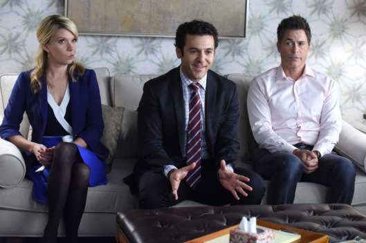 "THE GRINDER:  L-R:  Mary Elizabeth Ellis, Fred Savage and Rob Lowe in the ""The retooling of Dean Sanderson"" episode of THE GRINDER airing Tuesday, Feb. 9 (9:30-10:00 PM ET/PT) on FOX.  ©2016 Fox Broadcasting Co.  Cr:  Ray Mickshaw/FOX"