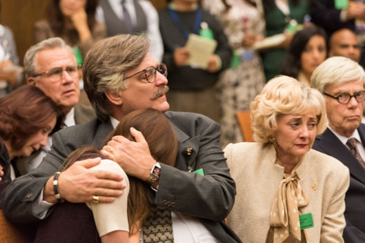 "THE PEOPLE v. O.J. SIMPSON: AMERICAN CRIME STORY ""The ""Verdict"" Episode 110 (Airs Tuesday, April 5, 10:00 pm/ep) -- Pictured: (l-r) Jessica Blair Herman as Kim Goldman, Joseph Siravo as Fred Goldman. CR: Prashant Gupta/FX"