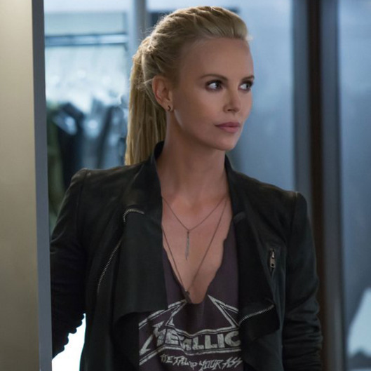 fast 8 reveals charlize theron s villainess vulture. Black Bedroom Furniture Sets. Home Design Ideas