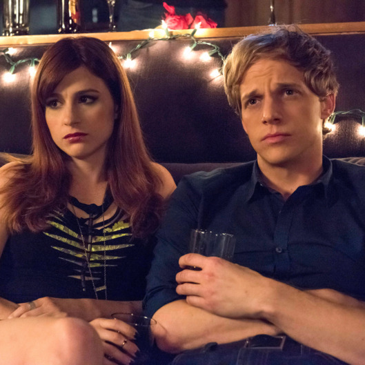 "YOU'RE THE WORST -- ""Born Dead"" -- Episode 203 (Airs Wednesday, September 23, 10:30 pm e/p Pictured: (l-r) Aya Cash as Gretchen, Chris Geere as Jimmy.CR: Prashant Gupta/FX"