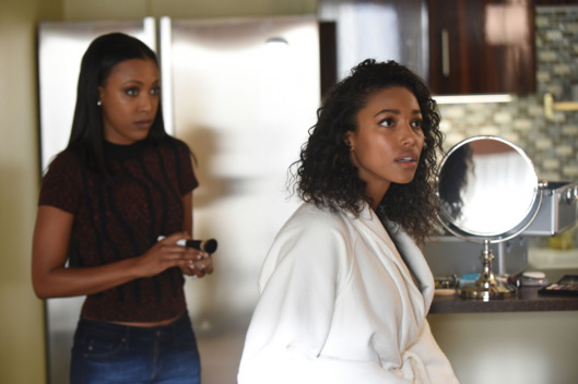 "PITCH: L-R: Meagan Holder and Kylie Bunbury in the all-new ""Wear It"" episode of PITCH airing Thursday, Nov. 3 (9:00-10:00 PM ET/PT) on FOX. Cr: Ray Mickshaw / FOX. © 2016 FOX Broadcasting Co."