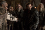 <em>The 100</em> Recap: Commander Clarke
