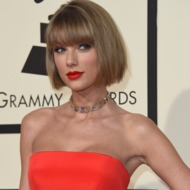 Taylor Swift Wins CMA Award