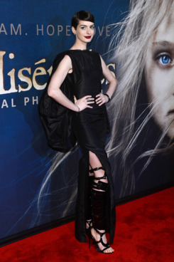 "NEW YORK, NY - DECEMBER 10:  Anne Hathaway attends the ""Les Miserables"" New York premiere at Ziegfeld Theatre on December 10, 2012 in New York City.  (Photo by Larry Busacca/Getty Images)"