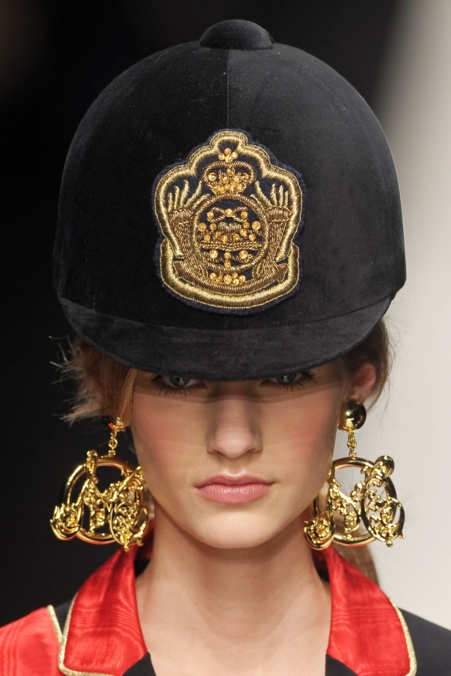 Detail Photo 1 from Moschino