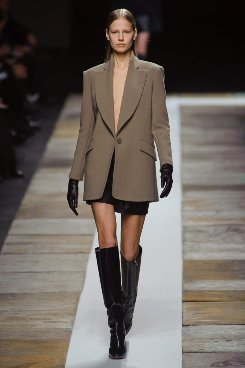 Photo 1 from Theyskens' Theory