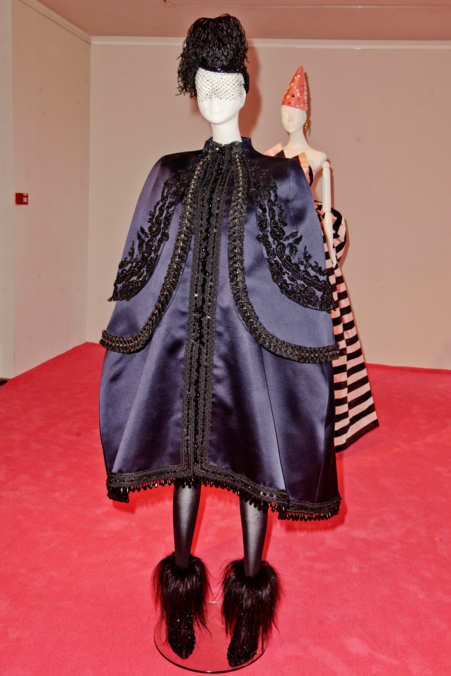 Photo 11 from Schiaparelli