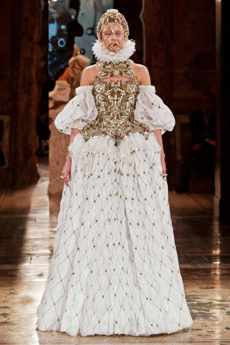 Photo 8 from Alexander McQueen