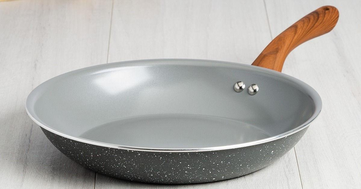 This Extremely Nice-Looking Frying Pan Is a Mere 10 Bucks