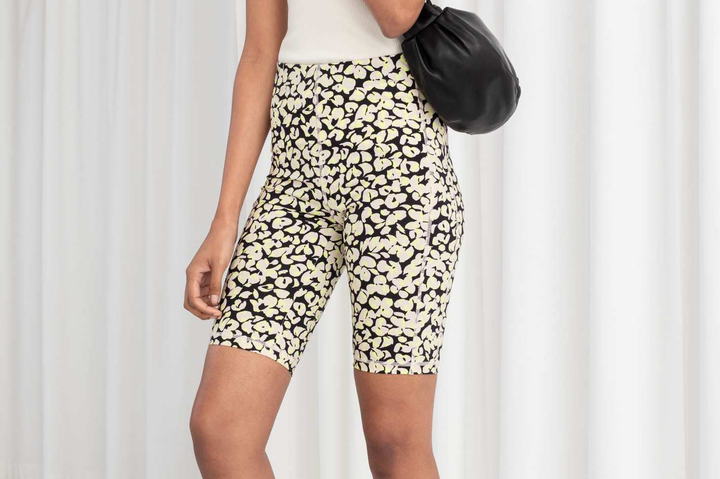 96da720fed42d7 &Other Stories Fitted Floral Cycling Shorts