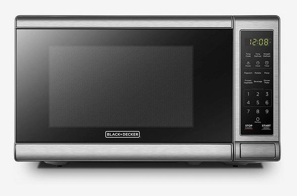 BLACK+DECKER Digital Microwave Oven with Turntable Push-Button Door