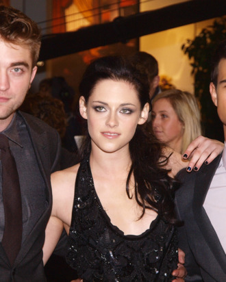 (L-R) British actor Robert Pattinson, US actress Kristen Stewart and US actor Tayllor Lautner arrive for the premiere of their latest film 'Twilight Breaking Dawn' in London's Stratford City on November 16, 2011. AFP PHOTO / MAX NASH (Photo credit should read MAX NASH/AFP/Getty Images)