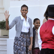 US First Lady Michelle Obama (L) and daughter Sasha arrive to receive the White House Christmas tree at the White House in Washington on November 25, 2011. AFP PHOTO/Nicholas KAMM (Photo credit should read NICHOLAS KAMM/AFP/Getty Images)