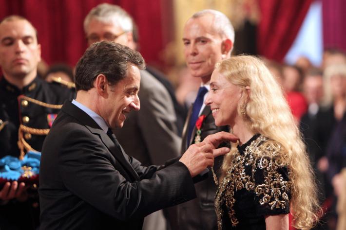 Nicolas Sarkozy awards Franca Sozzani the Legion of Honor.