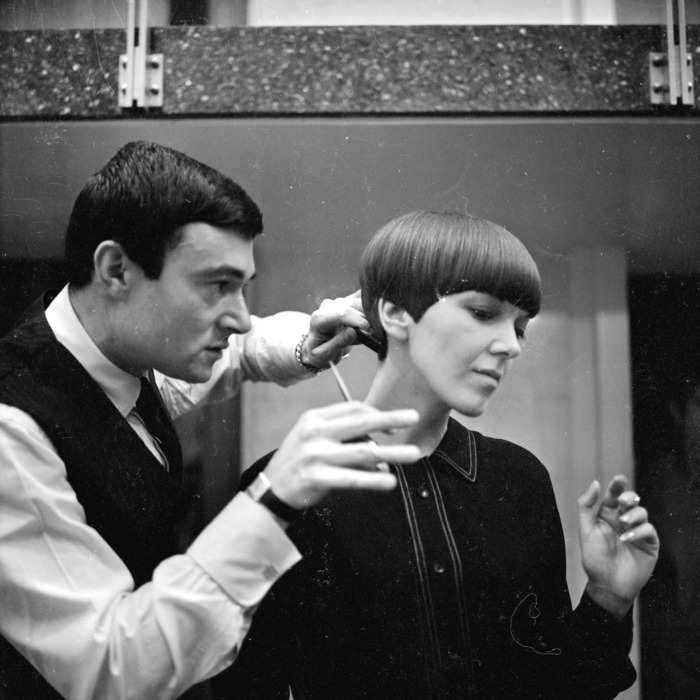 Sassoon giving Mary Quant his signature haircut in 1964.