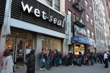"""General view at signing of Keri Hilsons new album """"In A Perfect World"""" at Wet Seal on March 24, 2009 in New York City."""