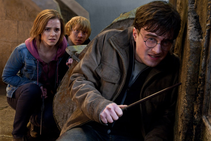 """(L-r) EMMA WATSON as Hermione Granger, RUPERT GRINT as Ron Weasley and DANIEL RADCLIFFE as Harry Potter in Warner Bros. Pictures' fantasy adventure """"HARRY POTTER AND THE DEATHLY HALLOWS – PART 2,"""" a Warner Bros. Pictures release."""