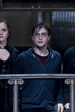 """(L-r) EMMA WATSON as Hermione Granger, DANIEL RADCLIFFE as Harry Potter and RUPERT GRINT as Ron Weasley in Warner Bros. Pictures' fantasy adventure """"HARRY POTTER AND THE DEATHLY HALLOWS – PART 2,"""" a Warner Bros. Pictures release."""