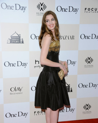 NEW YORK, NY - AUGUST 08: Actress Anne Hathaway poses for a photo on the red carpet at the