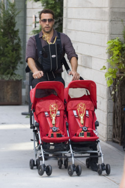 Jeremy Piven out with a stroller and 3 Emmys Trophy in New York City .         <P>         Pictured: Jeremy Piven .         <B>Ref: SPL314047  120911  </B><BR/>         Picture by: Mejia / Asadorian / Splash News<BR/>         </P><P>         <B>Splash News and Pictures</B><BR/>         Los Angeles:310-821-2666<BR/>         New York:212-619-2666<BR/>         London:870-934-2666<BR/>         photodesk@splashnews.com<BR/>         </P>